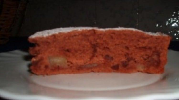 Torta al cacao con pere e gocce di cioccolato