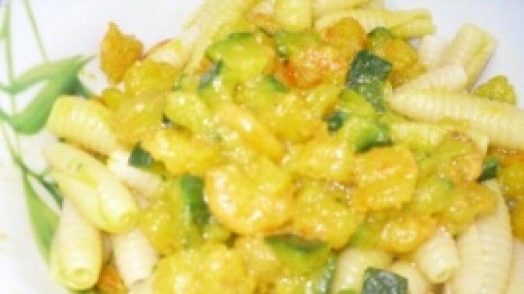 Le castellane con gamberetti e zucchine allo zafferano