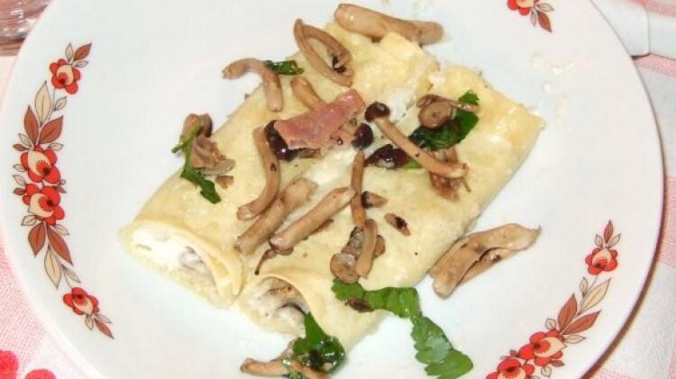 Cannelloni besciamella, crudo e pioppini, profumati alle erbe