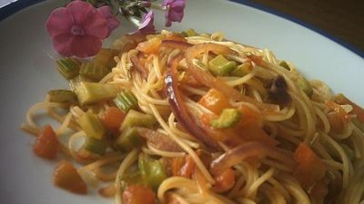 Sugo alla paprika con verdure e semi di finocchio