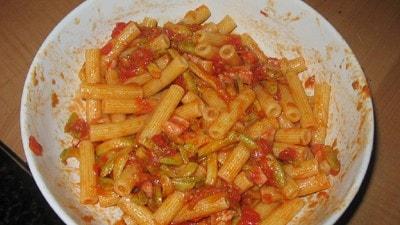 Pasta con sugo di zucchine e pancetta