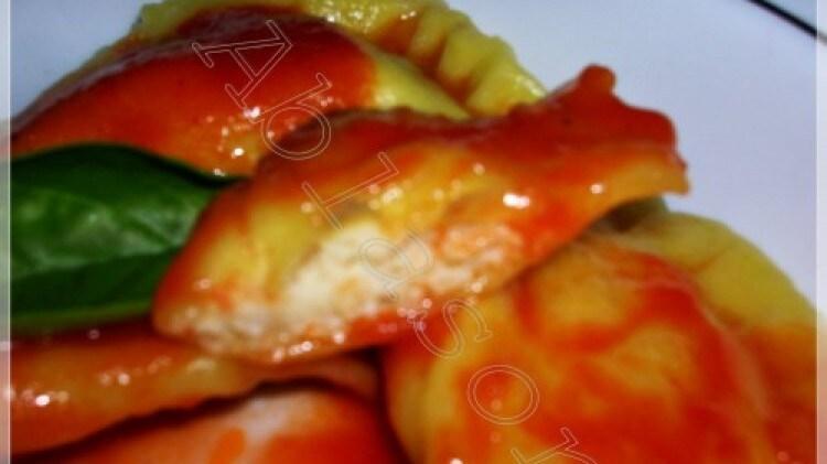 Panzerotti allo zafferano ripieni di persico