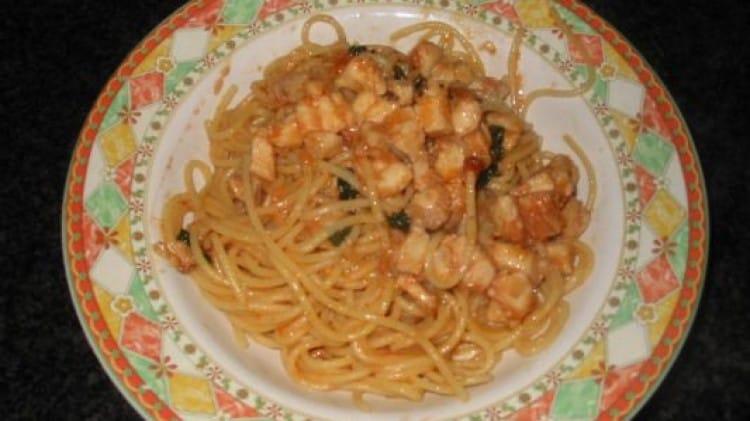 Spaghetti al ragù di cernia e uova di ricci