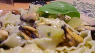 Reginette alle cozze con pesto e patate