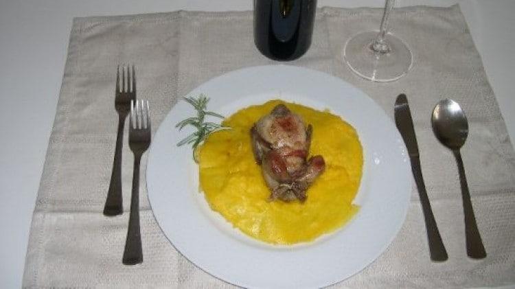 Quaglie arrosto con polenta gialla