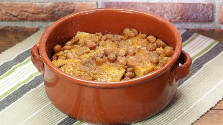 Zuppa di pane raffermo e umido di fagioli