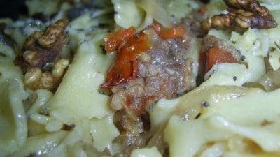 Tagliatelle con salsiccia e noci