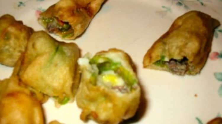 Fiori di zucchina ripieni e fritti in pastella