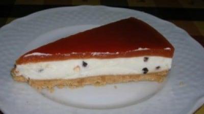 Torta fredda con ricotta, panna e marmellata di fragole
