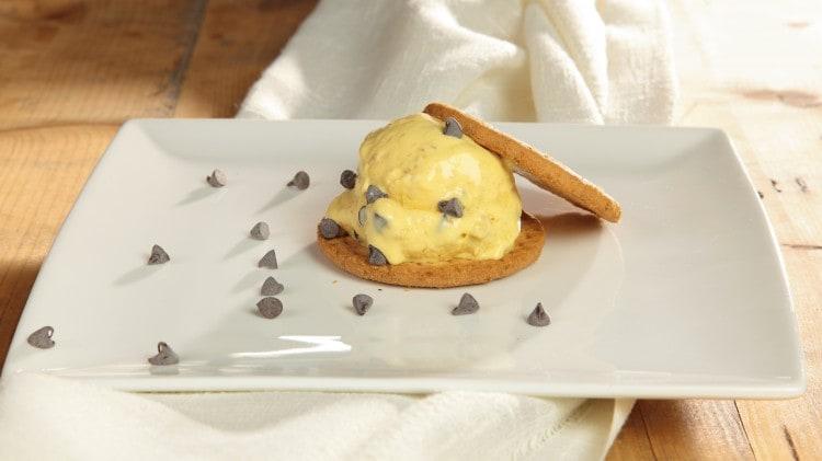 Gelato alla vaniglia, cioccolato e digestive