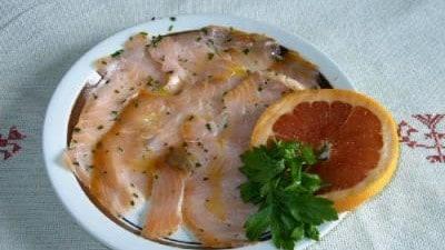 Carpaccio di salmone al pompelmo