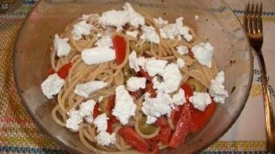 Spaghetti pomodorini, olive verdi e ricotta