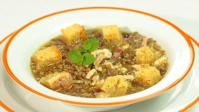 Zuppa di lenticchie, pollo e menta