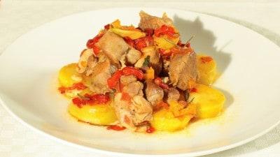 Tacchino con peperoni e patate
