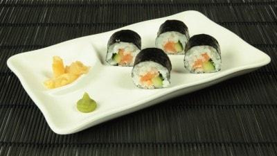 Maki con salmone e cetrioli