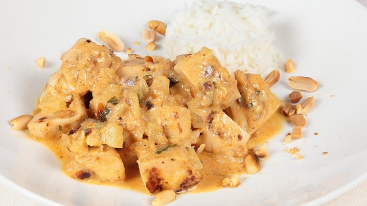 Curry panang di pollo e arachidi