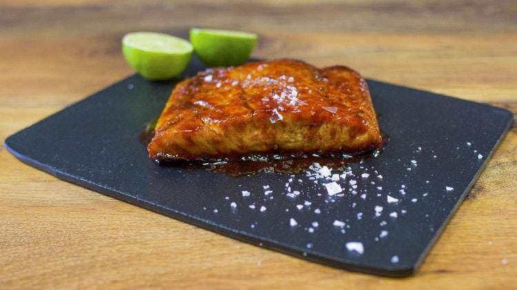 Salmone alla griglia glassato al miele e lime