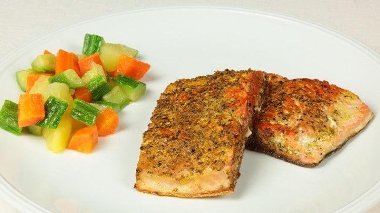 Salmone alla piastra in crosta speziata marocchina