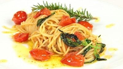 Spaghettini pomodorini basilico timo e rismarino
