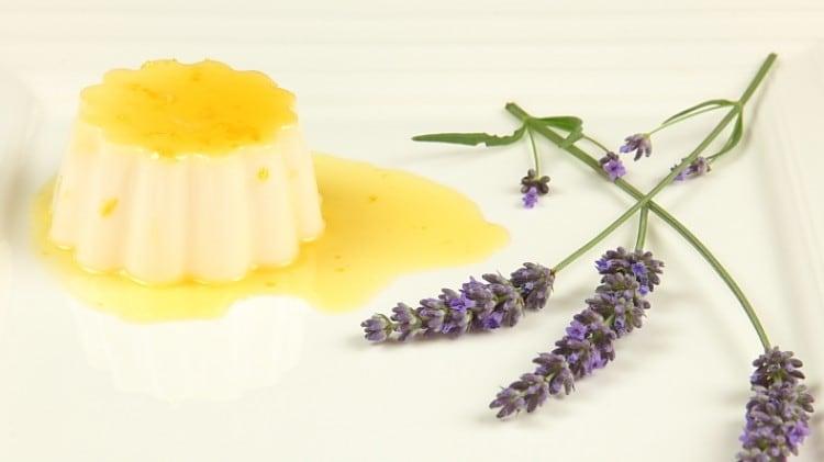 Panna cotta con caramello al limone