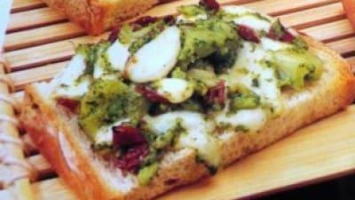Bruschette rustiche con i broccoletti