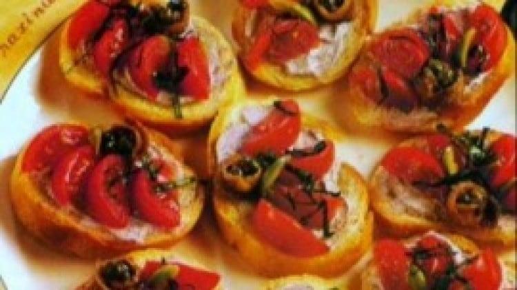 Bruschette saporite con ricotta e olive