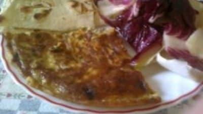 Frittata con l'aglio fresco e salsiccia