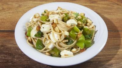 Spaghetti con i friggitelli e mozzarella