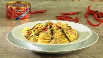 Spaghettoni Senatore Cappelli con tonno, limone e zucchine
